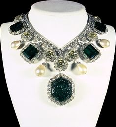 The diamond and emerald necklace in the Iranian Crown Jewels is a unique piece of jewelry, noted for its perfect symmetry and mathematical precision combined with artistic beauty. The necklace undoubtedly belonged to the period of Fath Ali Shah who ruled from the end of 18th century to the mid-19th century. This beautiful necklace once belonged to the Qajar Princess,