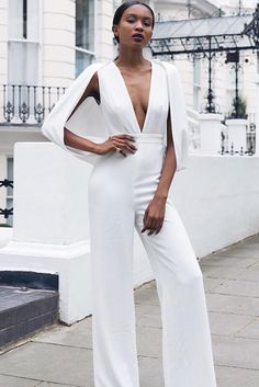 We have a photo gallery that presents you 33 all white outfits for a truly fresh look. Check out how to wear nothing but white and look hot.