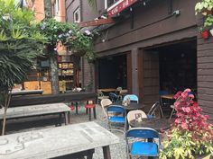 Barrio Central Café Bar in Medellín is a great place to work from. Food options beyond pastries. Access to power outlets. Outdoor seating is available. Great Place To Work, Great Places, Places To Go, Central Cafe, Outdoor Seating, Outdoor Decor, Cafe Bar, Cool Bars, Free Wifi