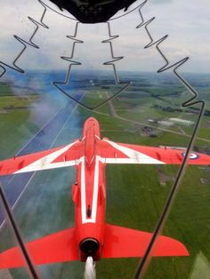 """""""I get to teach how to fly inverted close formation today - my favourite type of flying! Red Arrow Plane, Raf Red Arrows, Military Jets, Military Aircraft, Air Fighter, Fighter Jets, Wonderful Machine, Air Force Aircraft, Aircraft Photos"""
