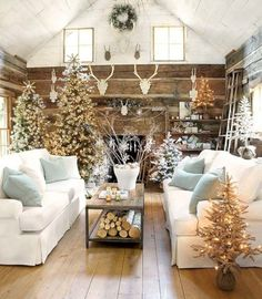 Awesome 44 Elegant Rustic Christmas Decoration Ideas for Your Living Room. More at http://trendecor.co/2017/12/08/44-elegant-rustic-christmas-decoration-ideas-living-room/
