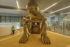 Whimsical bronze sculptures by Tom Otterness turn the Hamad International Airport into an interactive playground. #art #sculpture