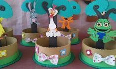 Resultado de imagen para centro de mesa de la granja de zenon Birthday Invitations, Birthday Cake, Ideas Para Fiestas, Pen Holders, First Birthdays, Diy And Crafts, Baby Shower, Food, Ideas Cumpleaños