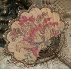 "treasures-and-beauty: "" Autumn Tapestry Fan by Kathe Knitch Rich tapestry woven in golden hues. Russet and persimmon leaves and flowers grace this lovely fan. This image is taken from an antique tapestry which I have aged with paints, crackle glaze. Antique Fans, Vintage Fans, Vintage Antiques, Hand Held Fan, Hand Fans, Elegante Y Chic, Parasols, Fru Fru, Retro"