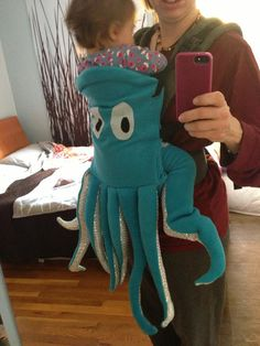 Scroll to observe some of our favourite family Halloween costume ideas. It's not among the simplest DIY Halloween costumes out there, but it's definitely Cute Baby Halloween Costumes, Halloween Bebes, Halloween Fun, Baby Octopus Costume, Squid Costume, Baby Kostüm, Baby Kind, Diy Baby, Baby Carrier Costume