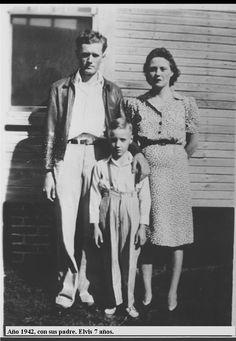Biografía 1945 Elvis, tiene 10 años, se sube a una silla, y canta Old Shep a un micrófono en un concurso para talentos jóvenes en la feria Mississippi-Alabama and Dairy Show, que tiene lugar en Tupelo. Este show se transmite por la radio WELO. El segundo premio es $5, y entrada libre a las atracciones de la feria. 1946 Los padres de Elvis no pueden afrontar la compra de una bicicleta que Elvis quiere, así que Gladys habla con el, para que acepte en su lugar una guitarra, que cuesta $12,95, y…