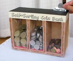Coin Sorting Machine (Runs on Gravity): Tired of sorting coins manually? Coin sorting is a tiresome job. Let's make a wooden coin separator out of common materials! The sorter uses plain old… Pot Mason Diy, Mason Jar Crafts, Mason Jars, Mason Jar Bank, Cool Diy, Easy Diy, Fun Diy, Simple Diy, Fun Crafts