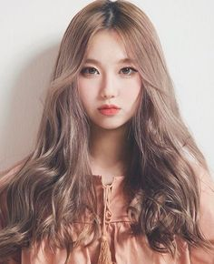 Aurora Stark is the Adopted daughter of Tony Stark after witnessing her save a little boy and finding out she had powers that she couldn't quite control he takes her under his wing Ulzzang Korean Girl, Cute Korean Girl, Asian Girl, My Hairstyle, Cool Hairstyles, Korean Beauty, Asian Beauty, Pelo Cafe, Blonde Asian