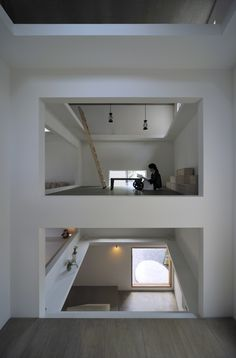 Tokyo-based studio, Hiroyuki Shinozaki Architects, have designed House T, with unique interior design that allows each floor level to seem like a floating stage. Located in Tokyo, Japan . Space Architecture, Contemporary Architecture, House Without Walls, Minimalist Living Room Furniture, Floating Floor, Architect House, Japanese House, Modern Interior Design, House Design