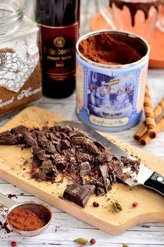 Ciocolată caldă cu vin roşu, piper şi cardamon Smoothie, Deserts, Meat, Drinks, Face, Recipes, Drinking, Beverages, Smoothies