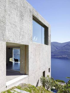 Wespi de Meuron Romeo architects, Hannes Henz · New Concrete House in Brissago Concrete Architecture, Residential Architecture, Contemporary Architecture, Interior Architecture, Futuristic Architecture, Design Exterior, Interior And Exterior, Pavillion, Tadelakt