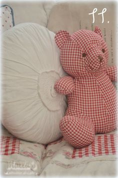 Elämää villa honkasalossa Sweet in the kids rooms Red Gingham, Gingham Check, Red Geraniums, White Cottage, Cottage Style, Girly, Shades Of Red, Stuffed Toys Patterns, Little Red