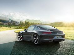 50 Years of the Porsche 911 - Tradition Future. Discover the 911 50th anniversary edition in this web special.