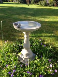 Harrogate Bird tables - products - Beautiful bird tables handcrafted in Yorkshire and delivered nationwide. Farmhouse Bird Baths, Small Gardens, Outdoor Gardens, Outdoor Projects, Outdoor Decor, Outdoor Living, Bird Tables, Bird Bath Garden, Garden Shop