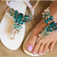 Flip Flops In Bulk For Wedding Guests Shoes Flats Sandals, Bare Foot Sandals, Flip Flop Sandals, Decorating Flip Flops, Shoe Refashion, Decorated Shoes, Crochet Shoes, Beautiful Shoes, Cute Shoes