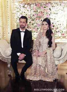 Sara bharwana: Sara bharwana is the wife of Atif Aslam who belongs to Lahore and married one year back with him. Atif Aslam is one of the energetic and popular Pakistani pop singer who earns outsta… Asian Wedding Dress, Pakistani Wedding Outfits, Pakistani Bridal, Pakistani Dresses, Bridal Lehenga, Atif Aslam Wife, Walima Dress, Mehndi Dress, Mehendi Outfits