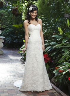 Sincerity brautkleid style 3745 An all over lace A-line gown with a sweetheart neckline. This style has a lace up back and and a chapel length train.