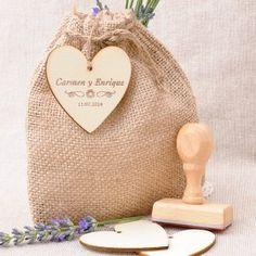 Saquito de yute + etiqueta corazón de madera + Sello personalizado