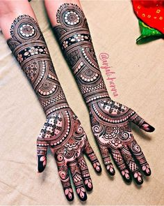 If you are looking for bridal mehndi designs for your wedding, then check out these top 30 mehandi images for some inspiration. Right from a simple mehndi design to an elaborate bridal henna design, you'll find it in here! Henna Hand Designs, Dulhan Mehndi Designs, Mehndi Designs Finger, Wedding Henna Designs, Engagement Mehndi Designs, Latest Bridal Mehndi Designs, Simple Arabic Mehndi Designs, Mehndi Designs 2018, Mehndi Designs For Beginners