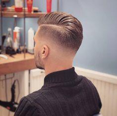 Mind hair in general – Hair Style Cool Hairstyles For Men, Slick Hairstyles, Hairstyles Haircuts, Haircuts For Men, Hair And Beard Styles, Curly Hair Styles, Long Hair Fade, Gentleman Haircut, Gents Hair Style