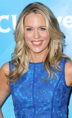 reese witherspoon hair in this means war hairstyles