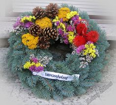 Věneček lesní se stuhou, 33 - 35 cm, 200 Kč (stříbrný smrk) Autumn Wreaths, Christmas Wreaths, Floral Wreath, Holiday Decor, Fall, Flowers, Handmade, Diy, Cheesecake