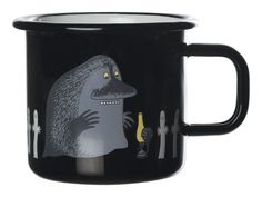 The Moomin enamel mug in retro design comes from the Finnish company Muurla and is available in several beautiful colours with designs from the Moominvalley world.A perfect gift to everyone who loves Moomin! Moomin Shop, Moomin Mugs, Tove Jansson, Milk Cup, Deco Table, Black Enamel, Retro Design, Cute Cartoon, Totoro