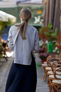 Sporty DINARA blouse with slightly longer back. The loose-fit and gold zipper on the back makes it both comfortable and chic off-duty choice #LaMania #streetstyle #photo Asia Typek
