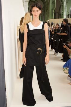See beauty photos for Chloé Spring 2017 Ready-to-Wear collection.