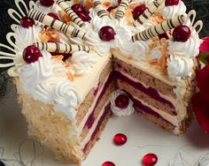 Pándi meggytorta - SüssVelem.com Hungarian Desserts, Hungarian Cake, Hungarian Recipes, Jello Recipes, Cookie Recipes, Dessert Recipes, Just Cakes, Cakes And More, Torte Cake