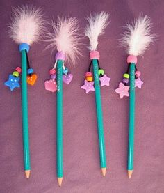 Pencil Topper Crafts, Pencil Crafts, Felt Crafts, Diy And Crafts, Crafts For Kids, Arts And Crafts, Market Day Ideas, Clay Pen, Pen Toppers