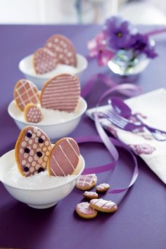 The Easter morning can be so much exciting with a beautiful and delicious breakfast from creative Easter egg biscuits. Easter Cookie Recipes, Easter Cookies, Easter Treats, Egg Biscuits, Easter Biscuits, Cupcakes, Easter Celebration, Easter Eggs, Easter Bunny
