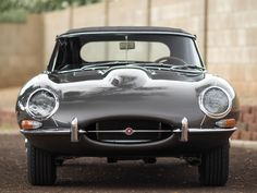 15 Ridiculously Sexy Photos Of A 1965 Jaguar E-Type | Airows