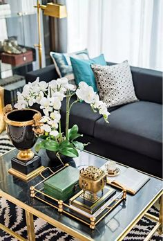 Beautiful styling idea for a coffee table – Home Design Arts South Shore Decorating, Decorating Your Home, Interior Decorating, Elegant Home Decor, Elegant Homes, Home Decor Furniture, Diy Home Decor, Furniture Design, Living Room Decor