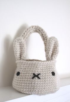 bunny basket bag crochet pattern - bookmarked for Easter!