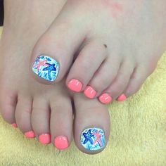 15 Summer-Inspired Beach Toenail Designs #naildesignideaz #naildesign #nailart #beachaildesign #beachnails ♥ If you enjoyed my pin, pls visit us at http://naildesignideaz.com/ ♥