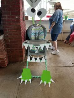 Monster party high chair decoration. 1st Birthday Boy Themes, Little Monster Birthday, Monster 1st Birthdays, Boys First Birthday Party Ideas, Monster Birthday Parties, Baby 1st Birthday, First Birthdays, Monster Party, Monster Mash