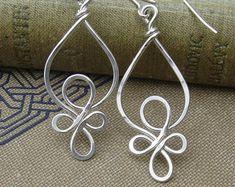Celtic boucles argent Sterling fil boucles d'oreilles, bijoux celtiques, noeud celtique - martelé fil boucle d'oreille, bijoux femmes, boucle d'oreille