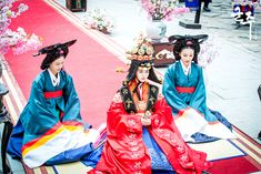 Ruler: Master of the Mask. Korean Traditional Dress, Traditional Dresses, Secret Garden Korean, Modern Hanbok, Kim Tae Hee, The Empress, Traditional Wedding, Mix Match, Kdrama