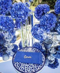 Blue Wedding, Wedding Colors, Wedding Table Setup, Mykonos Blue, Wreaths, Table Decorations, Floral, Beautiful, Design