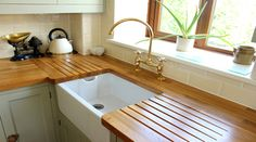 When selecting a kitchen countertop it's important to ensure that it not only looks great, but can stand up to water, heat, and spills. While there are plenty of materials to choose from, not all of them are created equal. Plus, the kitchen countertop material that's right for you depends a lot on your budget, …