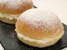 Bambas o Cristinas de nata - MisThermorecetas Mini Cakes, Cupcake Cakes, Food N, Food And Drink, Sweet Cooking, Pan Bread, Mediterranean Recipes, Sweet And Salty, Sin Gluten