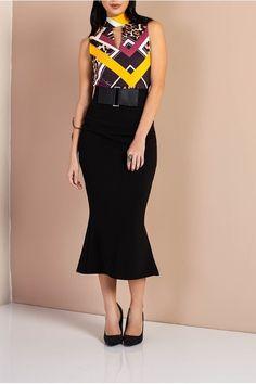 Saia Midi Com Abertura La Rossi Preta, modelagem ajustada e nas pernas mais solta, dando um charme a mais nessa peça sofisticada. Fechamento em zíper, ela é perfeita para mulheres independentes e elegantes. Composição 97% poliester 3% elastano