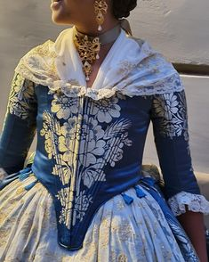 Spanish Woman, Marie Antoinette, Spain, Costumes, Blouse, Pretty, How To Make, Color, Tops