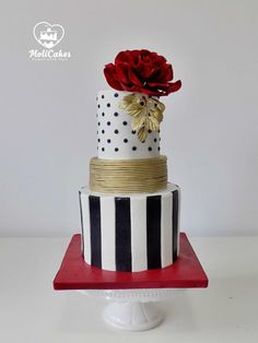 Red rose by MOLI Cakes