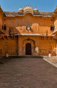 The Madhavendra Bhawan of Nahargarh fort, Jaipur is built by Sawai Madho Singh. It has a unique cluster of nine identical suites for the royal ladies and at the head is a suite for the king himself. The rooms are linked by corridors and retain some delicate frescoes as well as toilets and kitchen hearths.