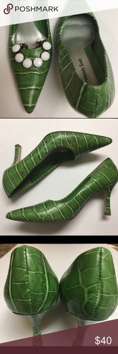 "🆕•Reptile Print Leather Green Heels 6 1/2M• These shoes are stunning! The only unfortunate thing about them is they're not in my size. The leather on these shoes is in very good condition, the only wear is the scuffing on the back of the left heel as pictured in 4th image. Heel is approx 3"" all leather upper. Size 6 1/2. This item is open to offers. Amanda Smith Shoes Heels"