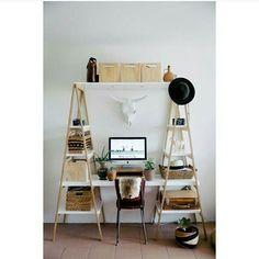 #mulpix Inspiração para um mini office! Pode ser feito tb com 2 escadas e uns pedaços de madeira!  Super bonito e funcional! 😮😀👍👌 . Imagem de @homensdacasa 💙 .  #decoração  #decor  #decoration  #ideia  #ideias  #art  #arte  #diy  #tutorial  #artesanato  #design  #designdeinteriores  #arquitetura  #casa  #home  #instalike  #like4like  #love  #quarto  #escritorio