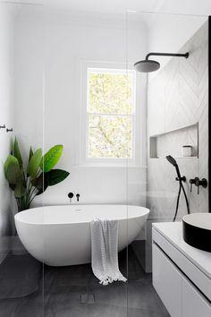 Black and White Bathroom Design . Black and White Bathroom Design . A Contrasting Black and White Bathroom Echoes the Floor Bath Tiles, Bathroom Tile Designs, Bathroom Design Luxury, Shower Tiles, Bathroom Colors, Tub Tile, Frameless Shower, Shower Designs, Minimal Bathroom