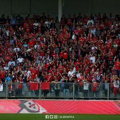 """9,196 Gostos, 23 Comentários - Sport Lisboa e Benfica Oficial (@slbenfica) no Instagram: """"Vamos pintar Vila do Conde de 🔴 e ⚪? É já amanhã! #SejaOndeFor"""""""